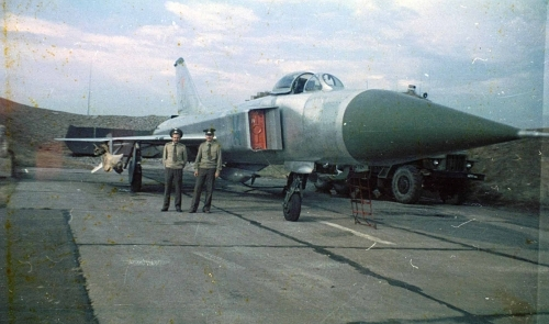 Soviet 166th Fighter Air Regiment PVO's Su-15 'Flagon-D' with R-8M 'AA-3 'Anab' was a medium-range air-to-air missile and GP-9 gun container in 1981.