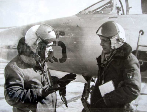 USSR 27th Guard Fighter Air Regiment's pilots front of their MiG-21UM Mongol-B in Usharal. Photo: Zulkaraev Rafat collection
