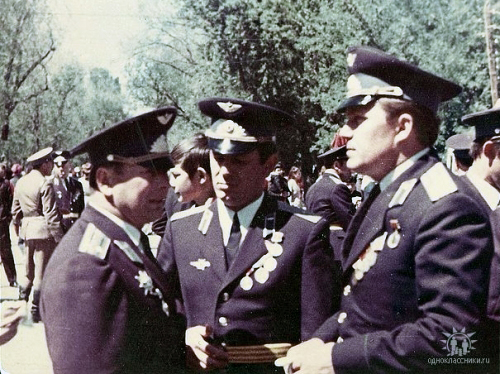 Soviet Air Force 905th Fighter Air Regiment pilots in Taldy Kurgan in 1975